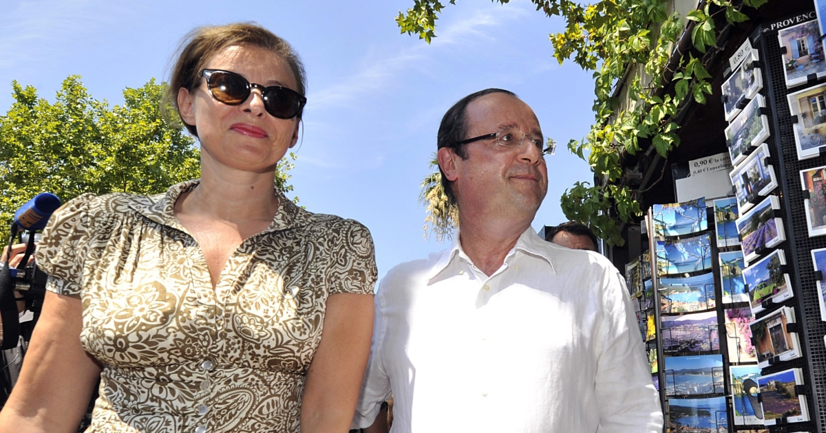 Mr. Normal: François Hollande and his partner Valerie Trierweiler on holiday in southeastern France.</p>