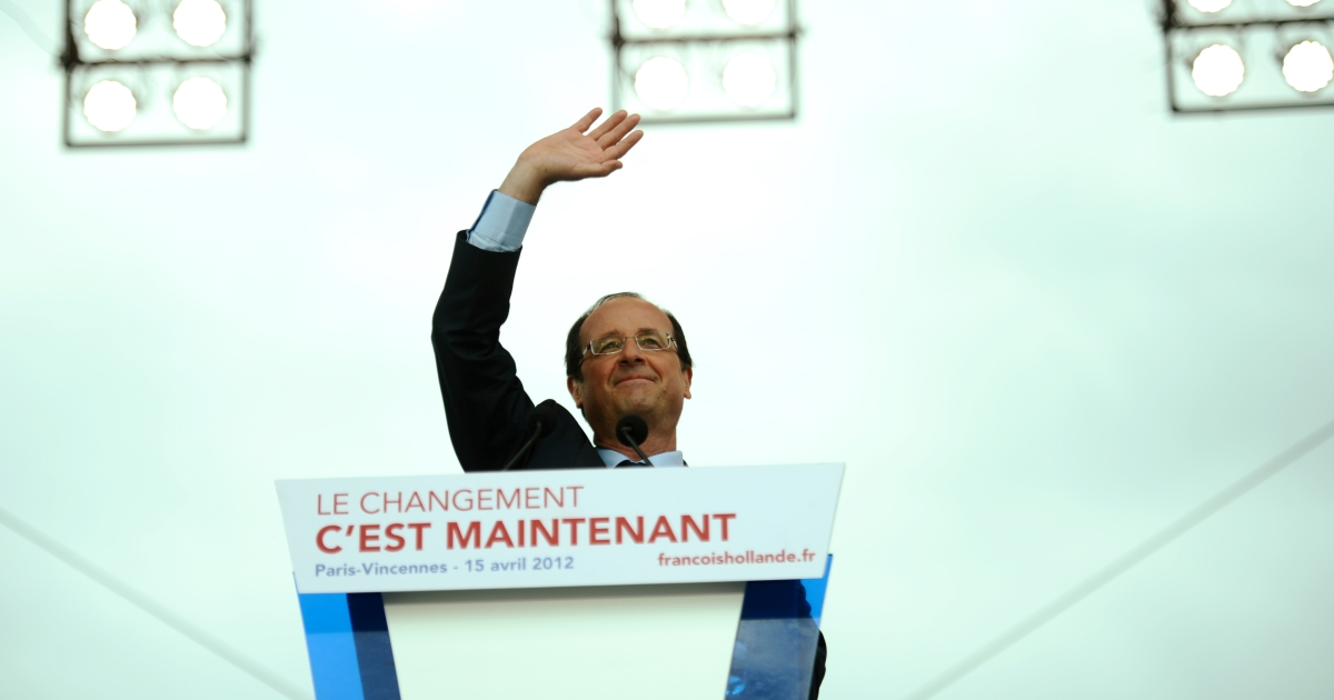 Socialist Party presidential candidate François Hollande waves as he arrives to give a speech during a campaign meeting ontoday in front of the Château de Vincennes, outside Paris.</p>