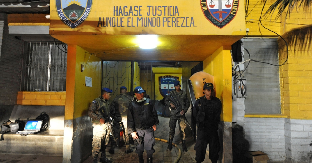 Army and police personnel stand guard at  the National Prison of Comayagua where at least 200 prisioners were killed and scores injured when fire tore through the prison in central Honduras, the Central American country's prisons director said. The prison held around 850 prisoners.   AFP PHOTO Orlando SIERRA (Photo credit should read ORLANDO SIERRA/AFP/Getty Images)</p>