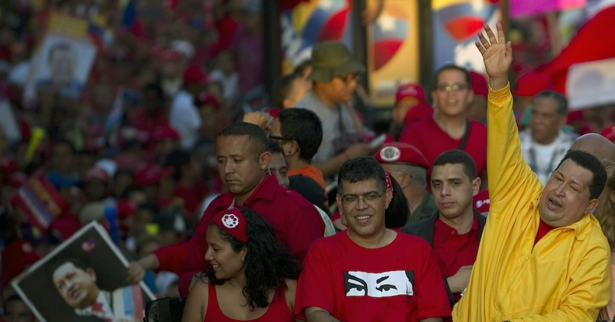Venezuelan President Hugo Chavez waves to supporters during a campaign rally in Guarenas on September 29, 2012.</p>