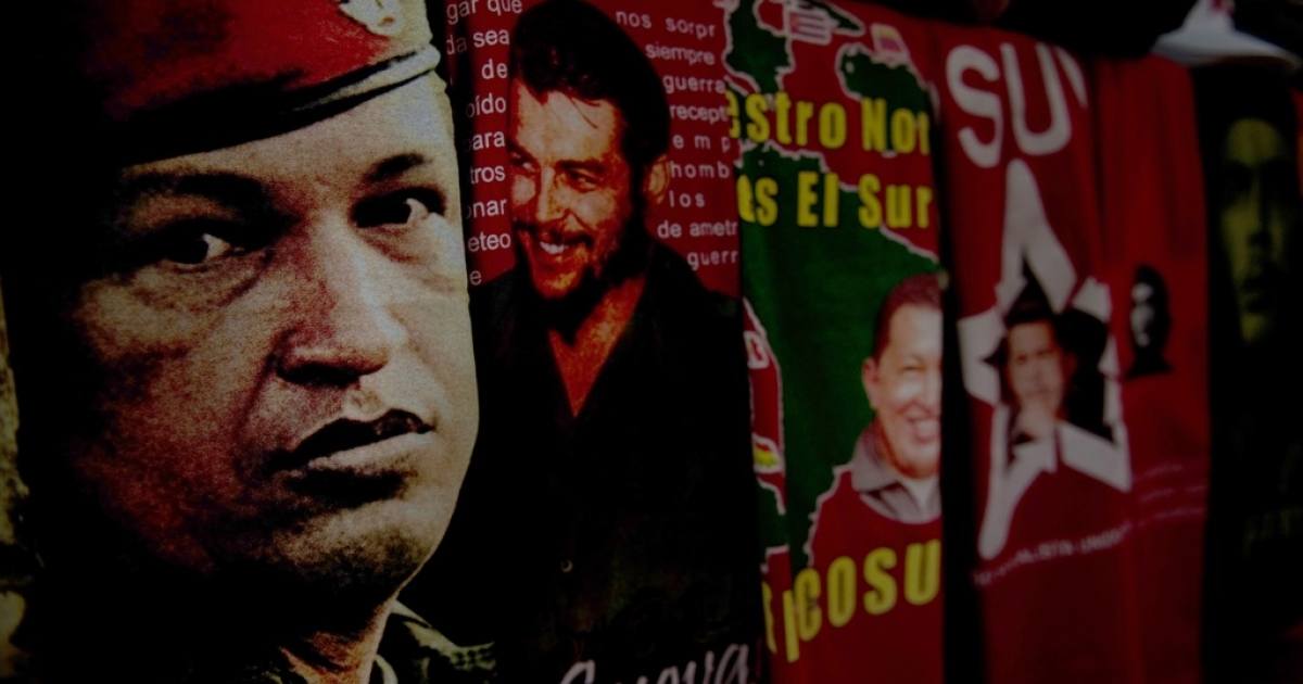 T-shirts with images of Venezuela's President Hugo Chavez and revolutionary leader Ernesto