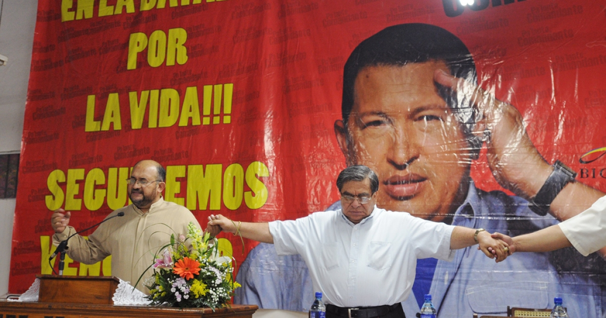 Nicaraguan supporters of Venezuelan President Hugo Chavez pray for the health of Chavez in Managua on February 29, 2012.</p>