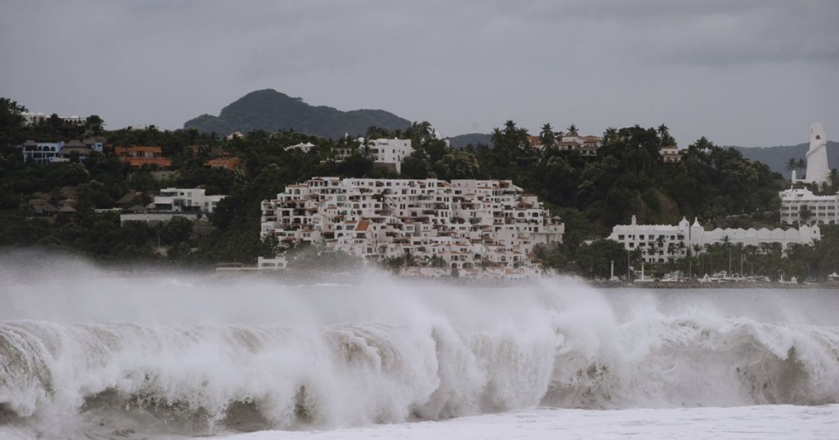 This picture of the waves at the Las Brisas beach in Manzanillo, Colima State, Mexico, was taken on October 10, 2011.</p>