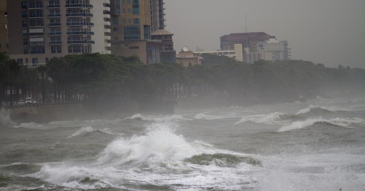 Big waves caused by hurricane Sandy along the south coast of Santo Domingo on October 24, 2012.</p>
