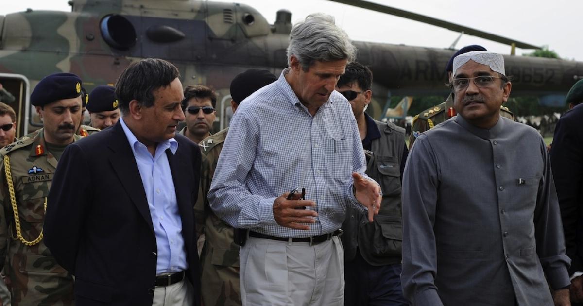 Pakistan's Ambassador to the US Husain Haqqani, US Senator John Kerry and Pakistani President Asif Ali Zardari visit a flood relief camp in Rajanpur district's Jampur on August 19, 2010.</p>