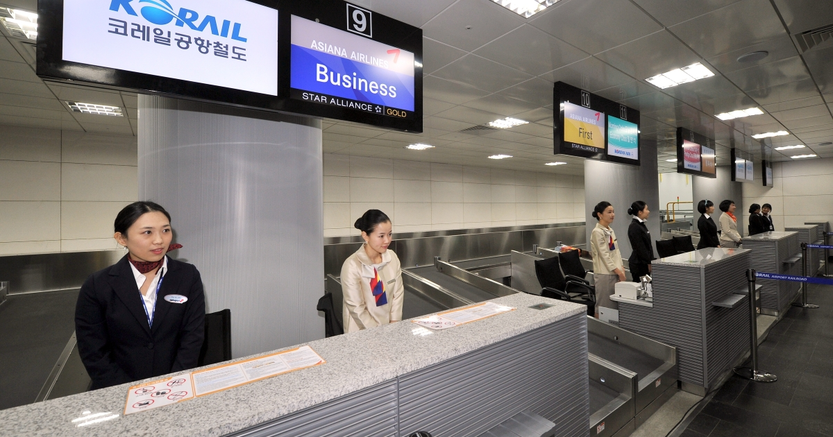 Terminal operators stand behind their desks at Seoul's Incheon International Airport after the opening ceremony of a railway linking the  airport to Seoul's main train station.</p>