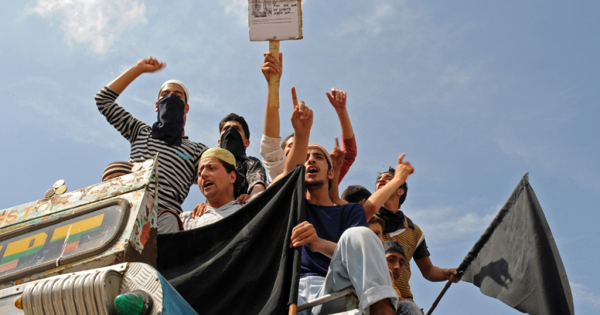 Kashmiri muslim protesters shout pro-freedom slogans as they sit in a vehicle, during an anti-India protest, in Srinagar on the first day of Ramadan on August 12, 2010.</p>