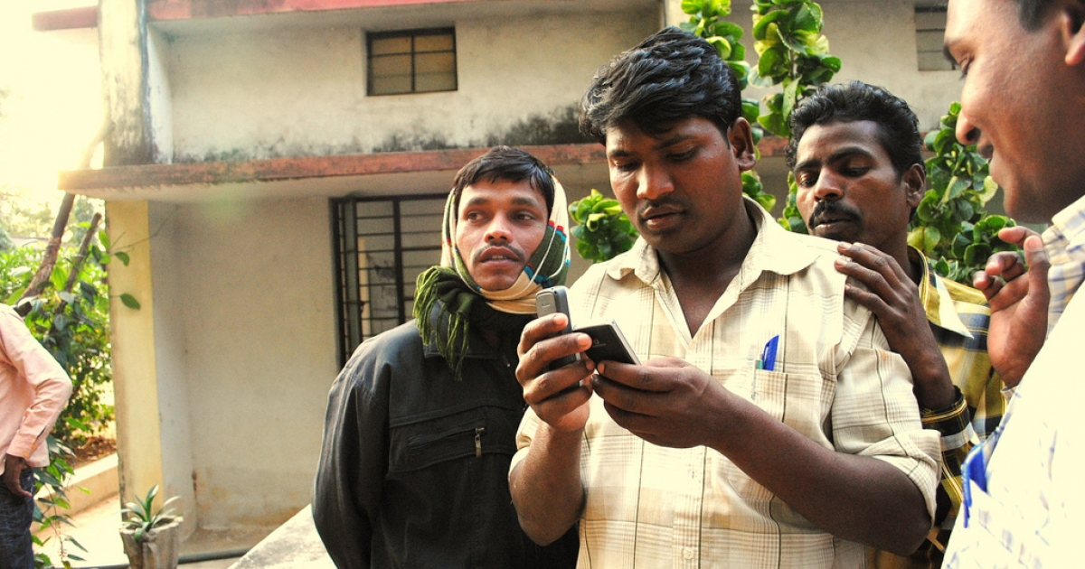Citizen journalism training session in Chhattisgarh, central India. Shubhranshu Choudhary, formerly a producer with the BBC, led the session. He has launched a mobile phone-based news network which aims to skirt India's radio news ban.</p>