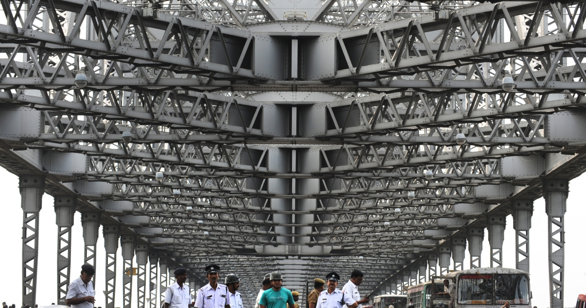 Police officers stand guard on the Howrah bridge in preparation for smooth traffic flow during the nationwide strike in Kolkata on May 31, 2012.  India's opposition parties held a nationwide strike May 31, vowing to shut down the country in protest against steep petrol price rises announced the previous week. Political parties and trade unions planned anti-government marches, roadblocks and pickets outside government offices to focus anger on the administration of embattled Prime Minister Manmohan Singh.</p>