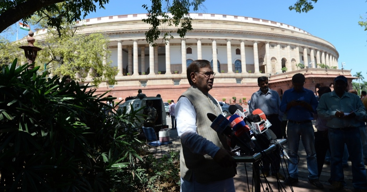 anata Dal (United)'s Senior Leader Shard Yadav (C) briefs media representatives over the backdrop of opposition by Samajwadi Party and disruption of proceedings by BJP over coalgate.</p>
