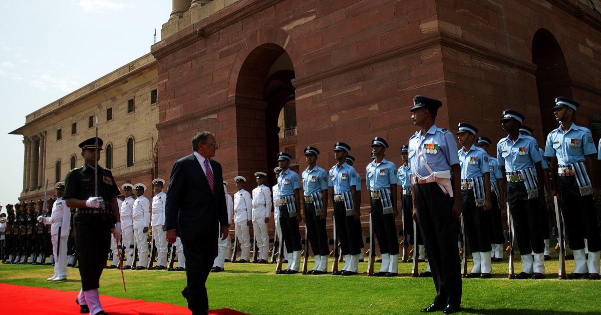US Secretary of Defense Leon Panetta (2nd  L) inspects a guard of honor at the Ministry of Defense in New Delhi on June 6, 2012.</p>
