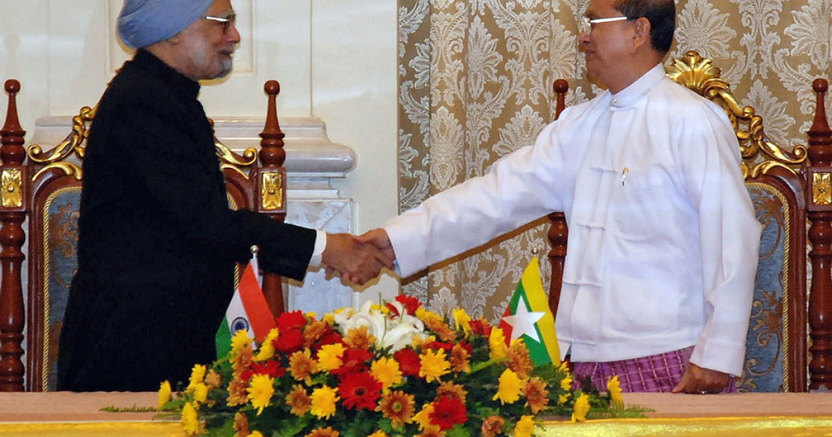 Visiting Indian Prime Minister Manmohan Singh (L) shakes hands with Myanmar President Thein Sein during their meeting at the president's house in Naypyidaw on May 28, 2012.  India's prime minister signed a raft of deals with Myanmar on May 28 in a historic visit aimed at boosting trade and energy links and contesting the influence of regional rival China.</p>