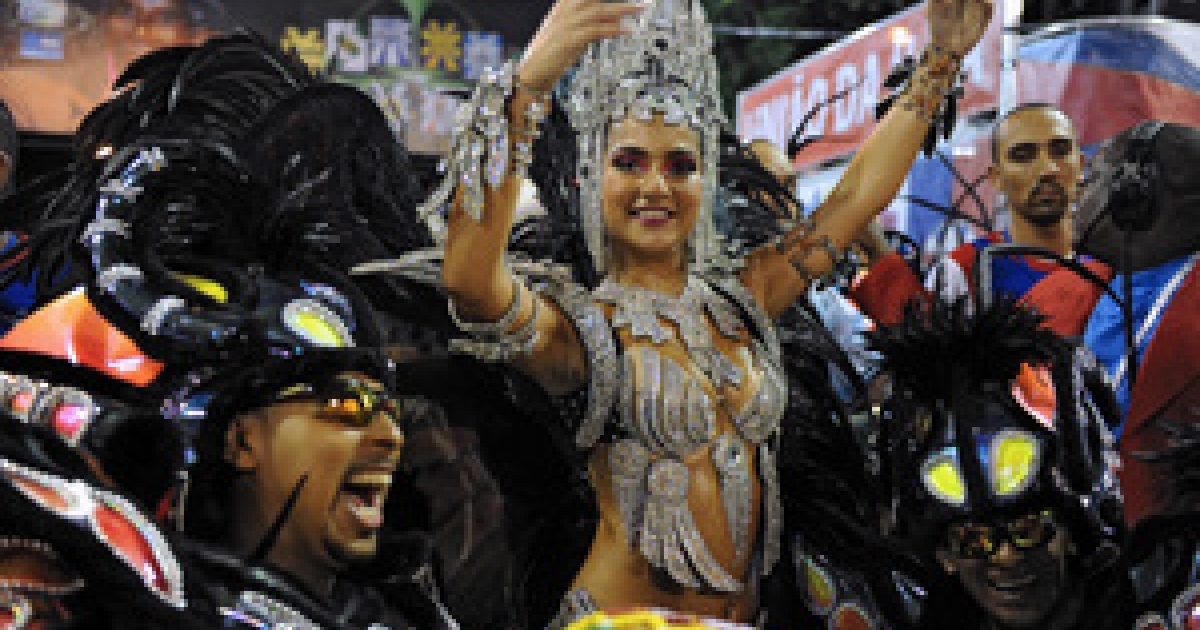 The Queen of the Drums of Uniao da Ilha samba school, Bruna Brum (R), performs with revelers at the Sambadrome on March 7, 2011 during the second night of carnival parade in Rio de Janeiro, Brazil.</p>