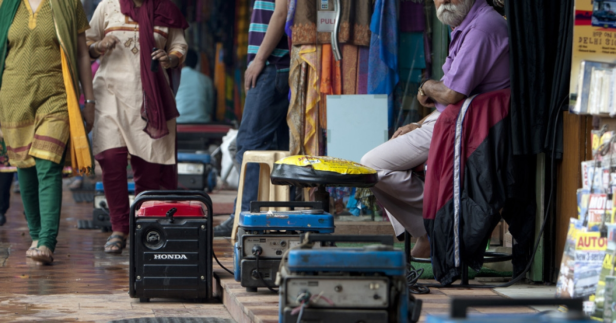 Portable power generators (C) provide electrical power to souvenir shops along Janpath Market, a popular tourist shopping area, during a power outtage in New Delhi on July 31, 2012.</p>