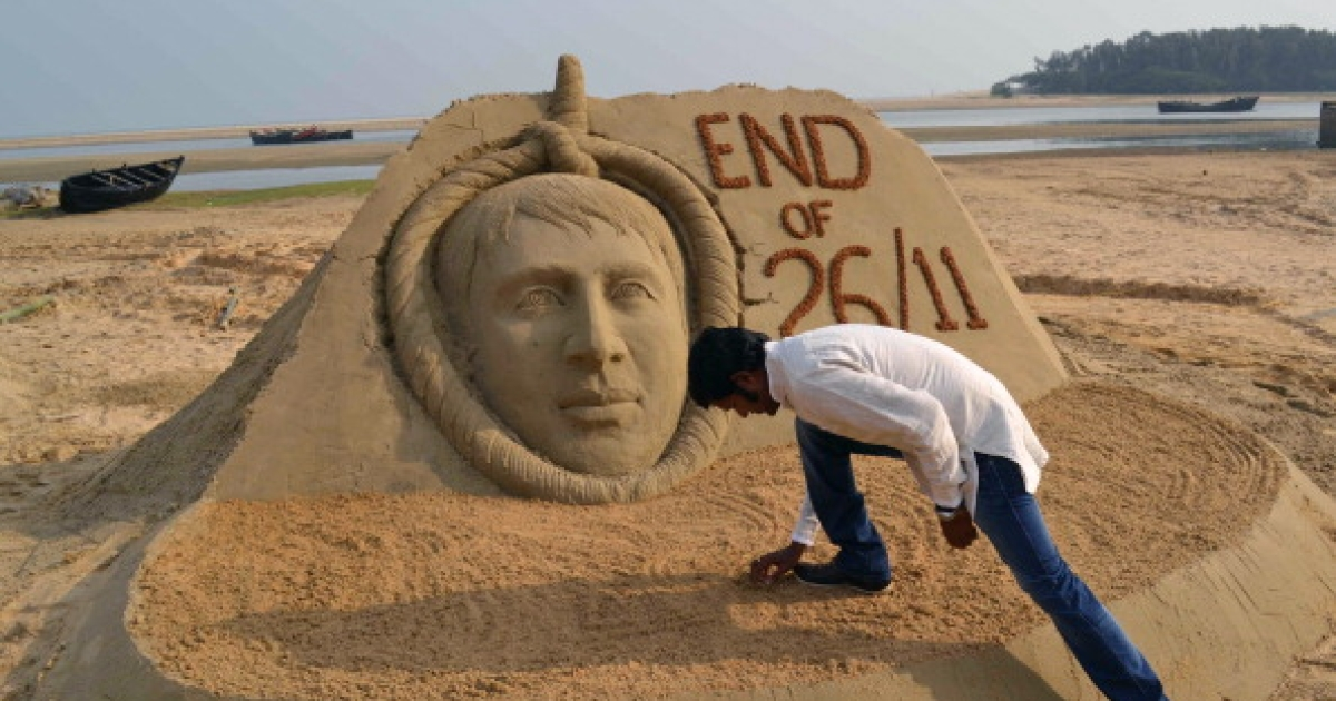 A sand sculpture commemorates the execution of terrorist Ajmal Kasab, captured following the November 26, 2008 attacks on Mumbai.</p>