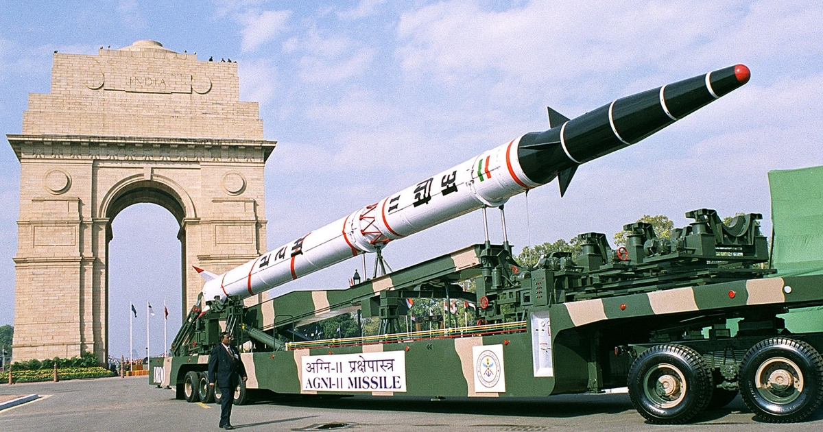 An Indian military truck displaying an Agni II ballistic missile passes by the India gate in New Delhi, 26 January 2002 during the Indian Repubilc Day parade.</p>