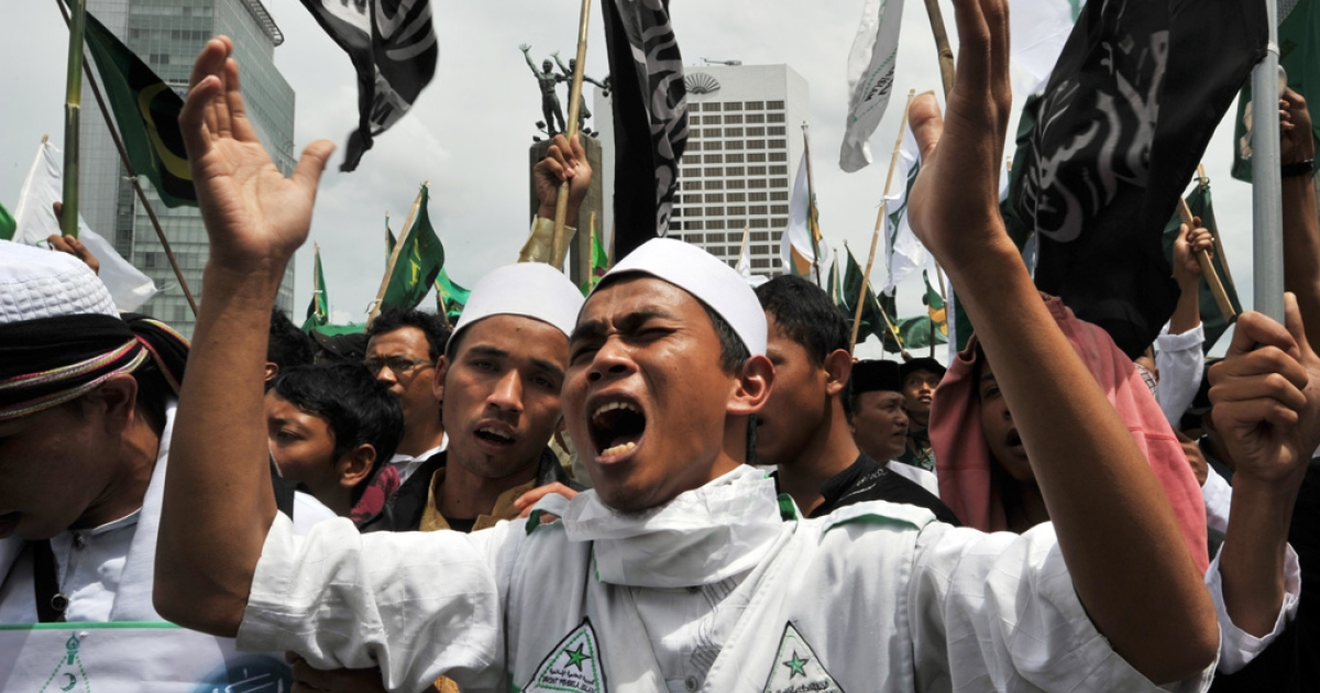Islamic Defenders Front members shout slogans during a rally in Jakarta on March 1, 2011.</p>