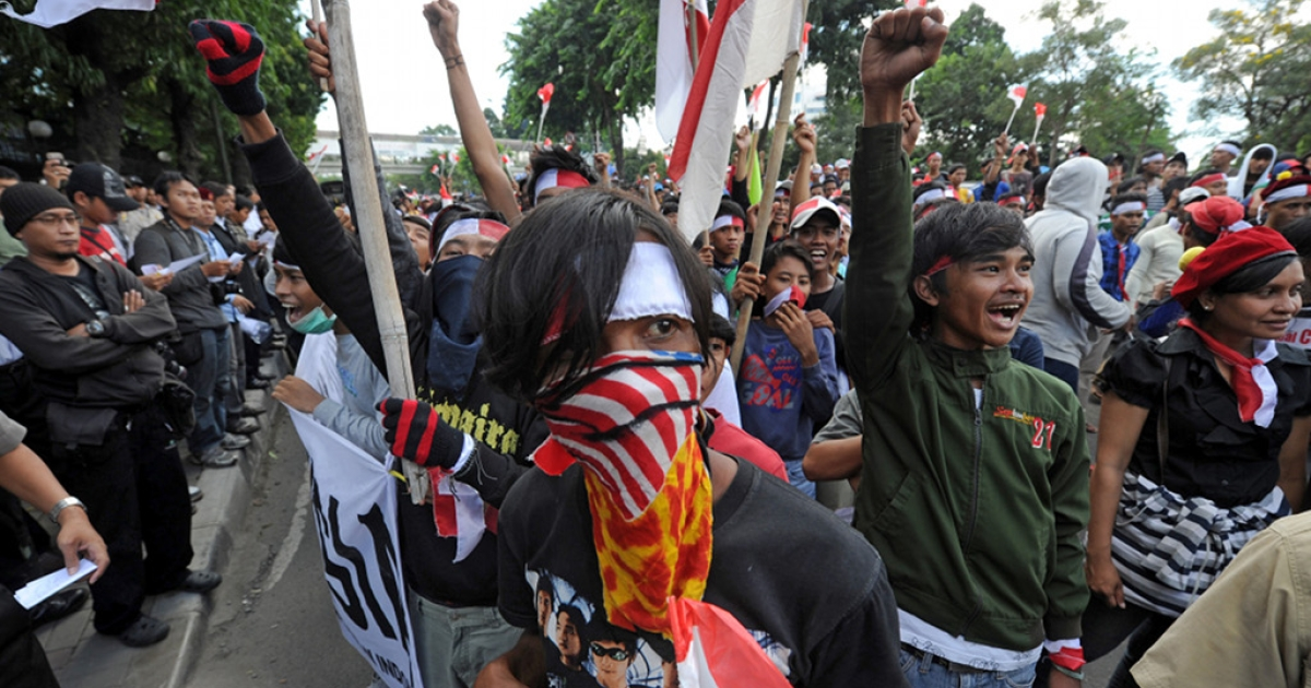 Indonesian protesters shout slogans during a protest against the Malaysian government following a border disputes between the two countries on Aug. 26, 2010.</p>