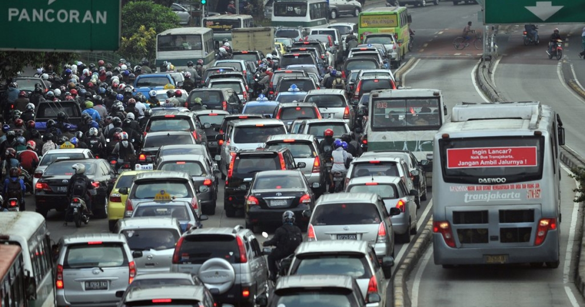 Motorists sit stuck in the morning gridlock at one of Jakarta's main roads on September 22, 2010.</p>