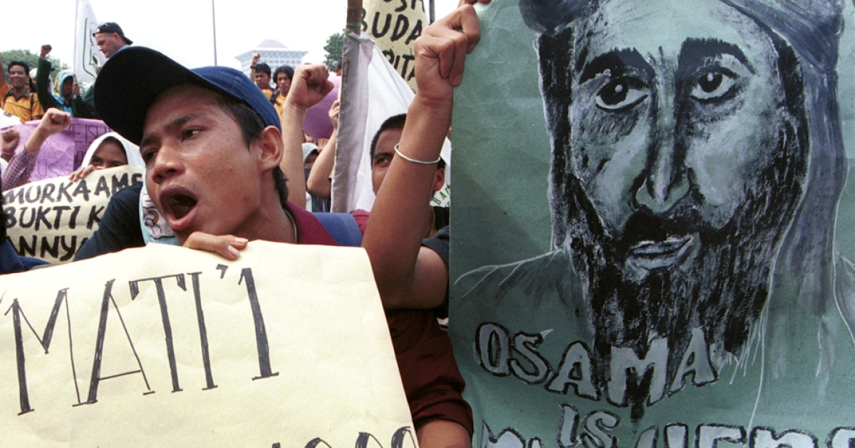 Hundreds of Indonesian Muslim students shout 'Allah O Akbar' and hold posters of suspected terrorist Osama Bin Laden September 26, 2001 during a protest outside the U.S. Embassy in Jakarta, Indonesia. The student protest was in reaction to anticipated U.S. retaliatory attacks against terrorists in Afghanistan.</p>
