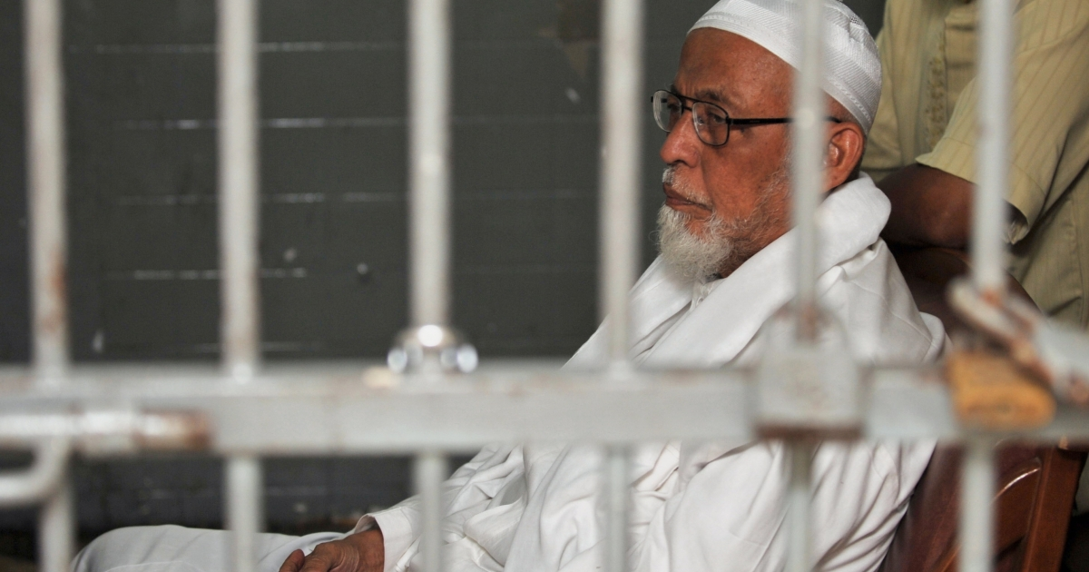 Alleged co-founder of the Jemaah Islamiyah, balamed over the 2002 Bali bombings, radical Islamic cleric Abu Bakar Bashir, 72, sits in a Jakarta court on March 28, 2011,at the resumption of his trial over charges he led and financed an Indonesian Al Qaeda terror cell. Another suspect in the 2002 bombings, Umar Patek, has been arrested in Pakistan.</p>