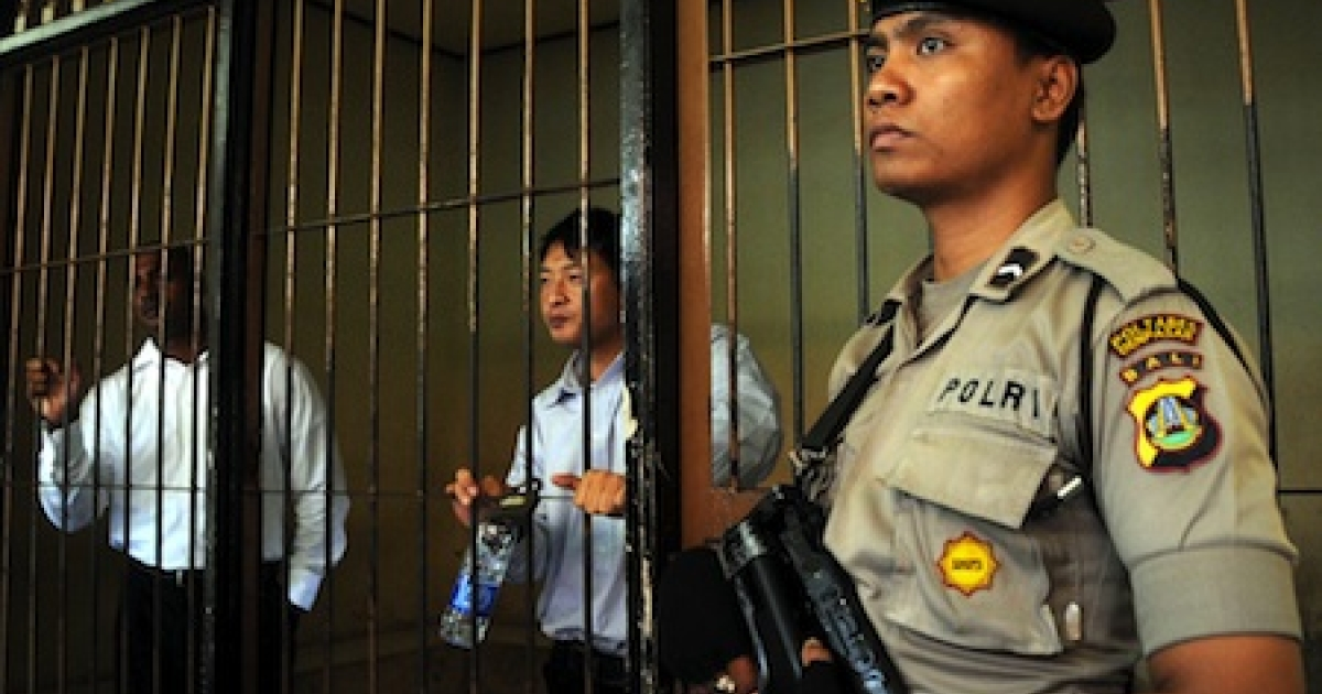 An Indonesian policeman stands guard in a Bali prison in 2010.</p>