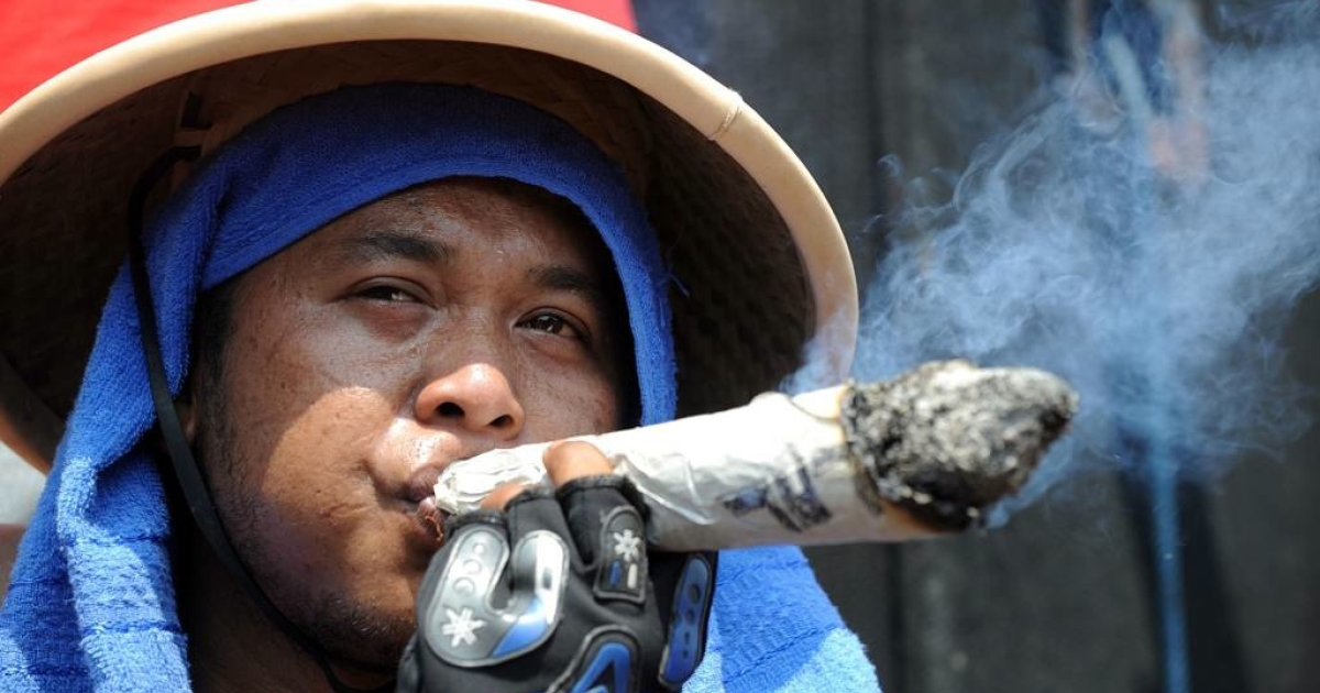 Indonesian tobacco farmers hold a protest against a new tobacco regulations from the Health Ministry in Jakarta on July 13, 2011.</p>