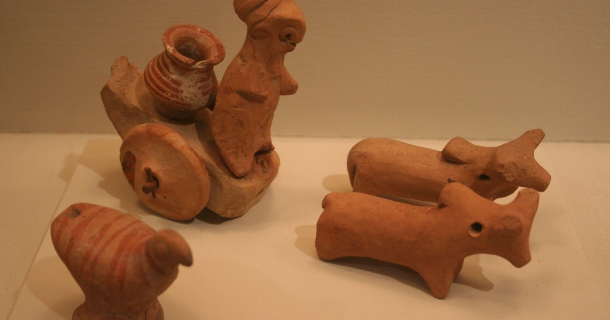 Miniature votive figurines or toy models from the Harappa region of Pakistan, ca. 2500. Recent archaeological findings proove the Indus River Valley civilization is up to 2,000 years older than previously believed.</p>