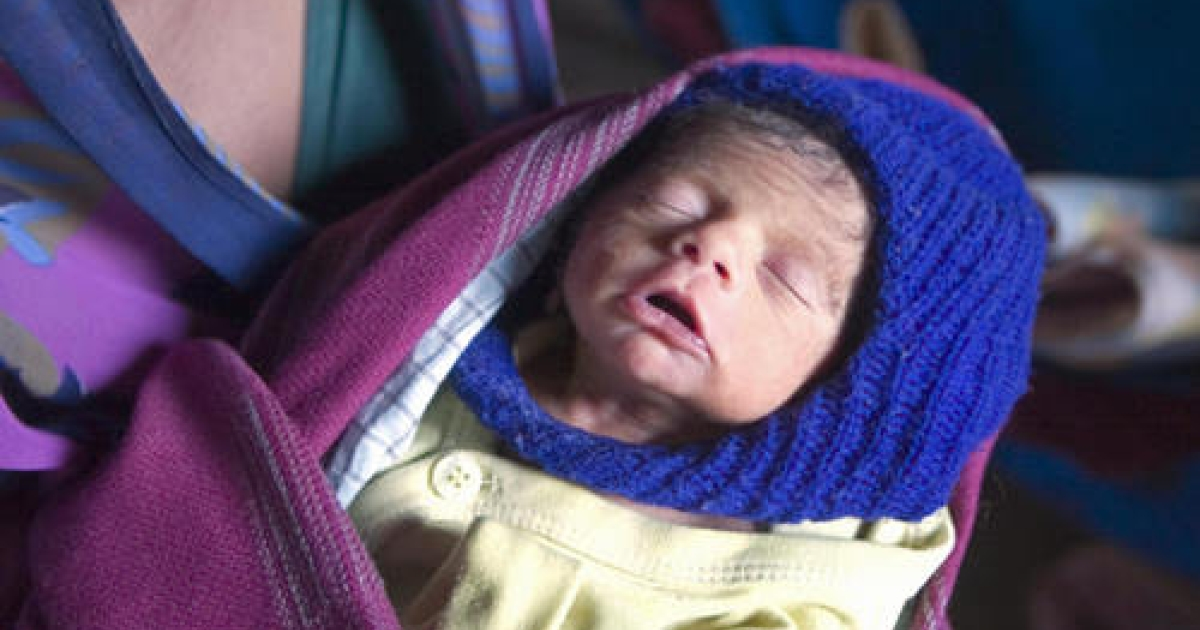 A three-day old unnamed male infant, whose mother Kokilaben died after allegedly contracting Hepatitis B, is held by his aunt Sudhaben Amratbhai Raval in Dhansura, some 95 kms from Ahmedabad on February 22, 2009. Police in India arrested two doctors on homicide charges for spreading hepatitis B by injecting patients with used needles, officials said. At least 34 people have died in an outbreak of the disease in the town of Modasa in western Gujarat state, the Press Trust of India news agency said.</p>