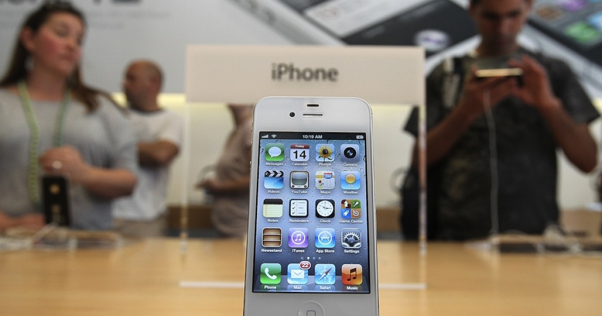 The new Apple iPhone 4Gs is displayed at an Apple store on October 14, 2011 in San Francisco, California.</p>