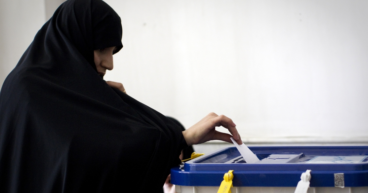 An Iranian woman casts her ballot at a polling station at Massoumeh shrine in the holy city of Qom, 130 kms south of Tehran, on Mar. 2, 2012.</p>