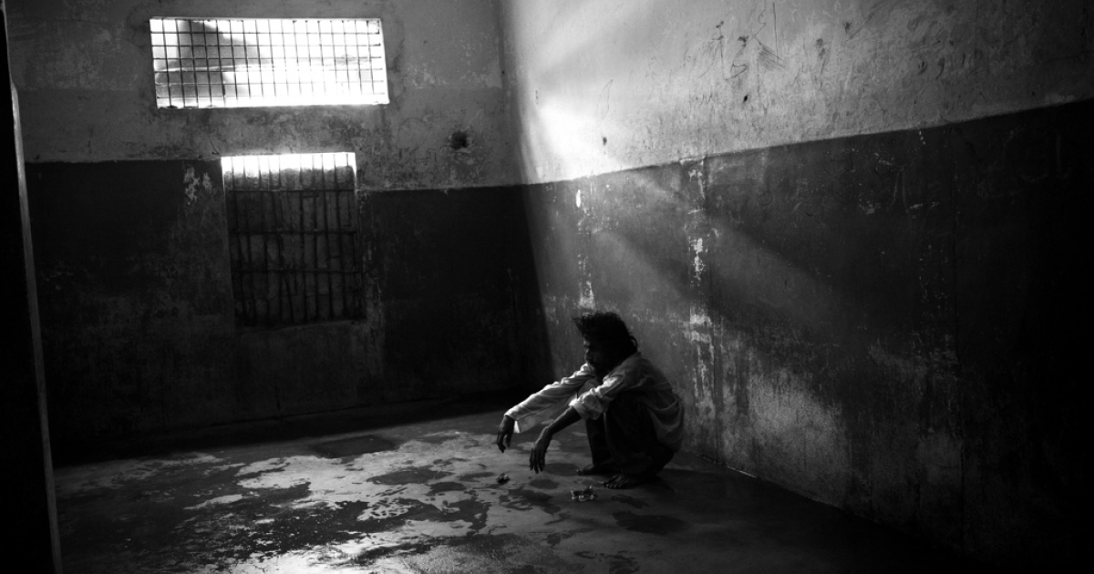 A drug addict awaits his fate in prison.</p>