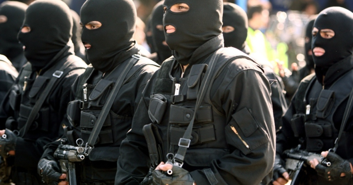 Masked Iranian special forces march during the Army Day parade in Tehran on April 17, 2012. Iran will respond with force to any threats to its territorial integrity, President Mahmoud Ahmadinejad said in a speech at the parade, adding that it would prefer to cooperate with its Arab neighbors to maintain security in the Gulf.</p>