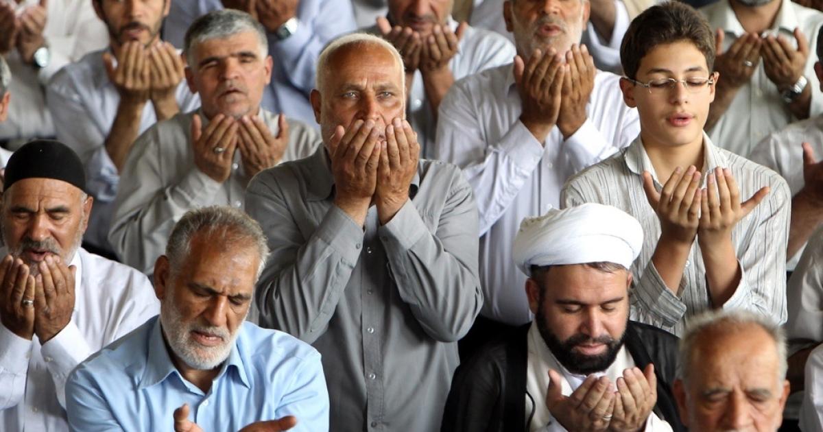 Iranian Shiite Muslims pray at Tehran University on Aug. 5, 2011. Despite the growing war rhetoric among US, Israeli and Iranian officials, Iranians remain unfazed.</p>