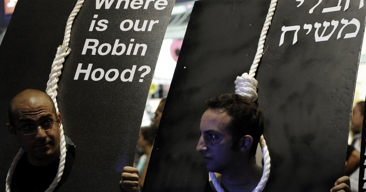 Israeli demonstrators hold nooses as they march in central Tel Aviv on August 27, 2011 to protest against the spiralling cost of living in the Jewish state, and to call for the release of Israeli soldier Gilad Shalit, kidnapped in the Gaza Strip in 2006.</p>