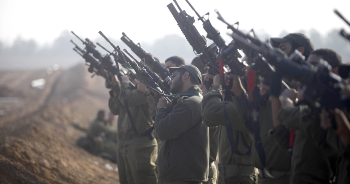 Israeli soldiers prepare weapons in a deployment area on November 19, 2012 on Israel's border with the Gaza Strip. The death toll has risen to at least 100 killed in the air strikes, according to hospital officials, on day six since the launch of operation 'Pillar of Defense.'</p>