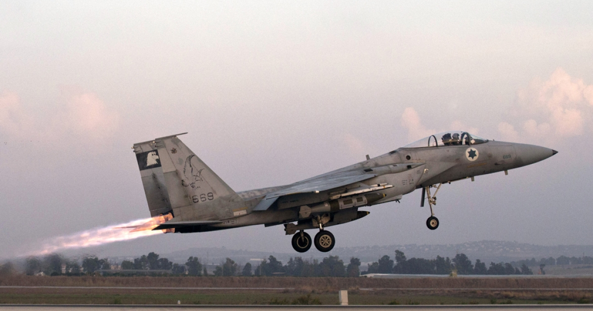 An Israeli F-15 Eagle fighter jet takes off from an Israeli Air Force Base on November 19, 2012.</p>
