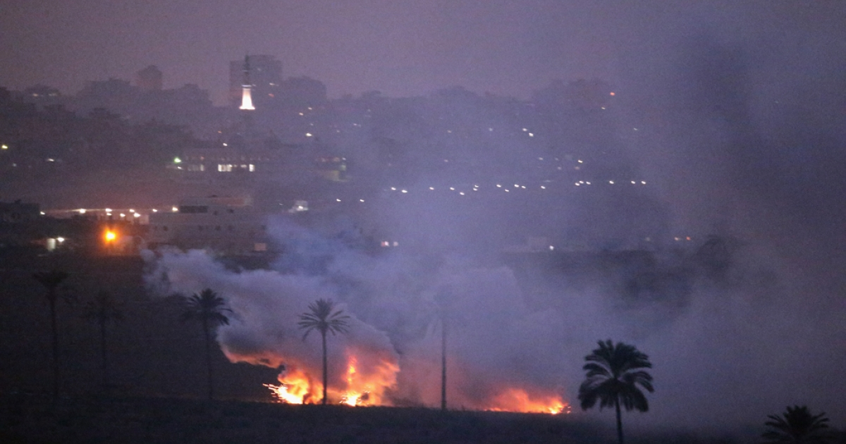 Israeli artillery shells attack a target in the Gaza Strip on November 19, 2012 on Israel's border with the Gaza Strip. According to reports November 19, 2012, at least 100 Palestinians have been killed and more than 700 wounded during the Israeli offensive in the Gaza Strip.</p>