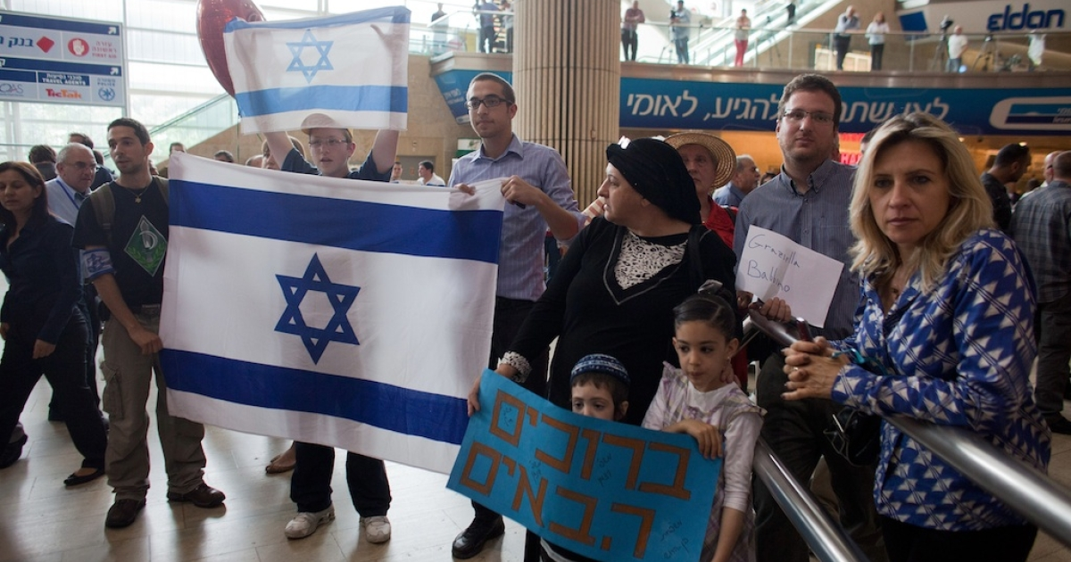 Right wing Israeli activists demonstrate against  the