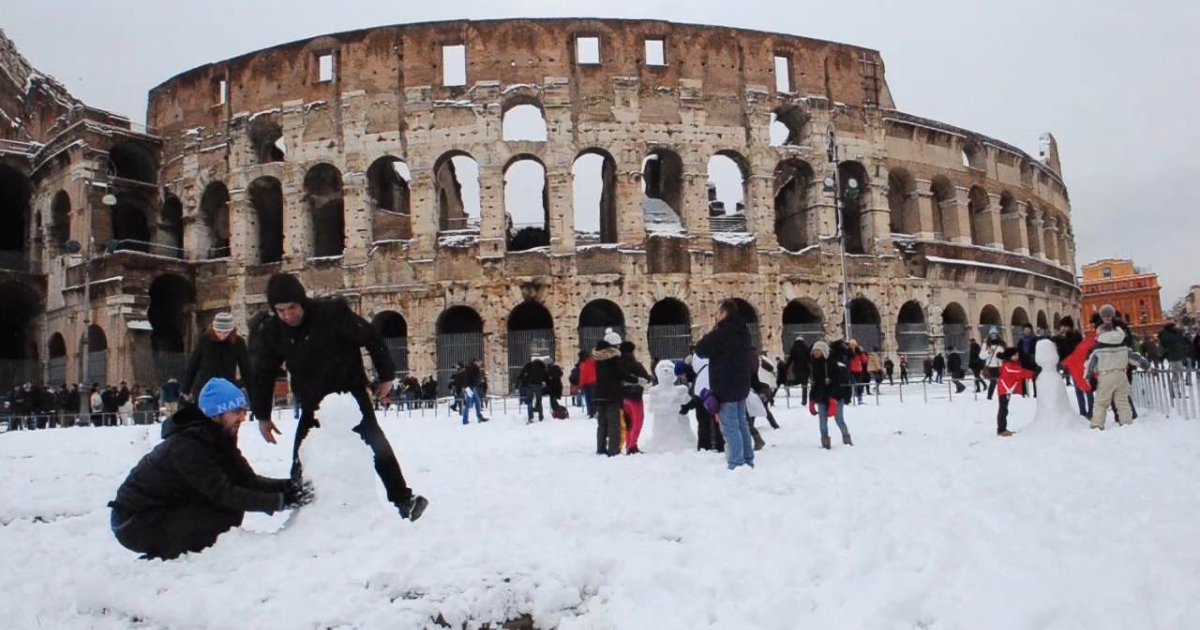Italians enjoy the snow in Rome on Feb. 4, 2012, after the heaviest snowfall in 27 years.</p>