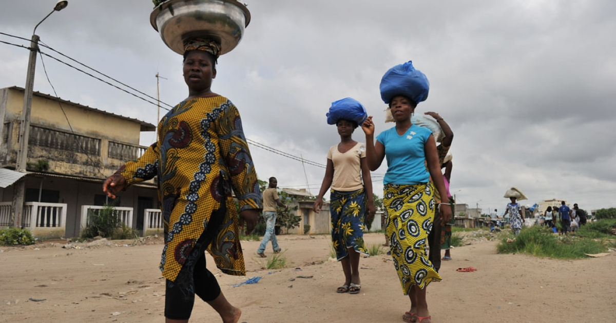 Women carry goods on their heads as they return from shopping at the Abobo market, a suburb of Abidjan, on April 7, 2011 where life started returning to normal after weeks of clashes between forces loyal to internationally recognized President Alassane Ouattara and those backing strongman Laurent Gbagbo.</p>