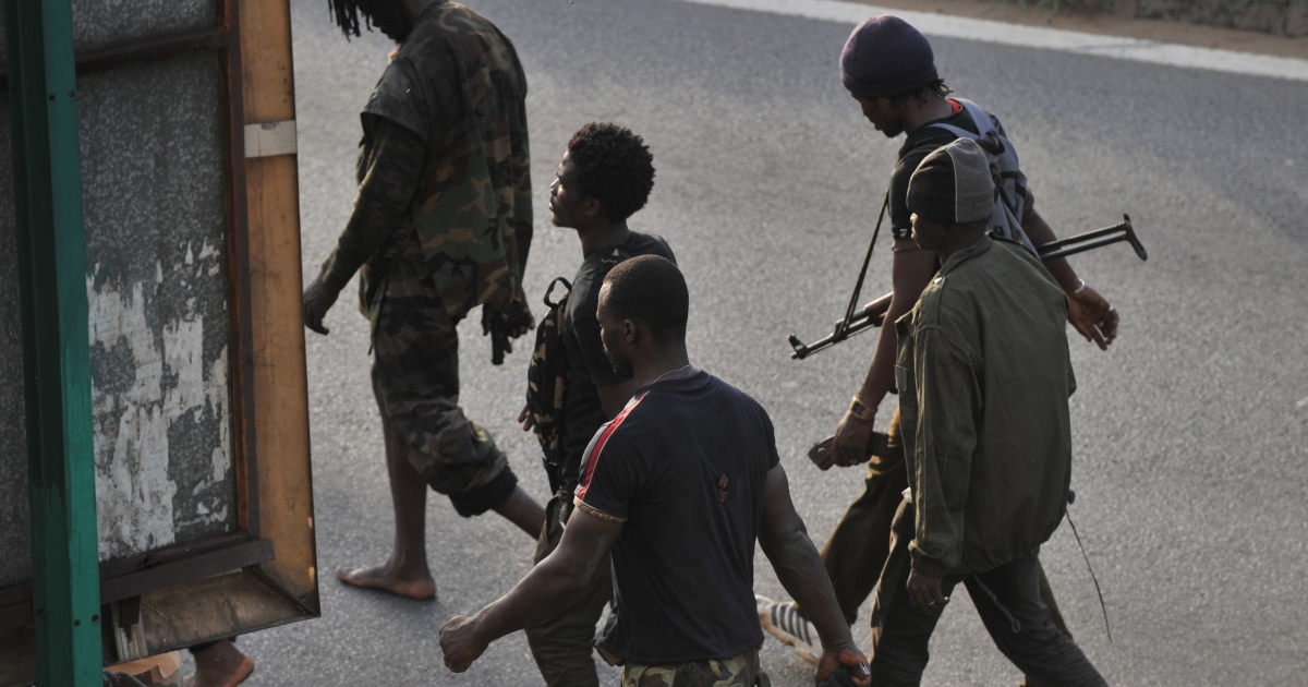 Millitaimen loyal to Alassane Ouattara walk along a street in Abidjan on April 1, 2011. Ivory Coast strongman Laurent Gbagbo's forces repulsed an offensive by his rival Alassane Ouattara on the presidential palace and his home in Abidjan, his spokesman Ahoua Don Mello.</p>