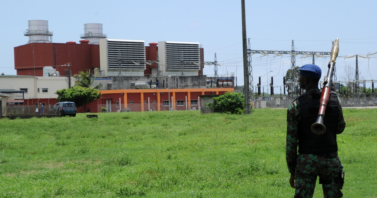 An Ivorian soldier stands with his weapon in front of the thermal power plant Azito, in the Yopougon district of western Abidjan on October 15, 2012. Gunmen attacked the power plant overnight in Ivory Coast's economic capital Abidjan, while police came under attack at Bonoua, further east, Defence Minister Paul Koffi Koffi said today.</p>