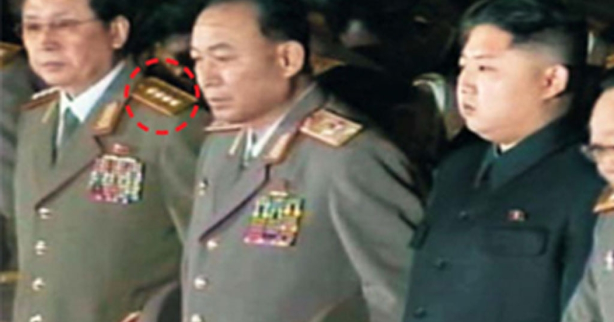 Jang Song Taek (left), the uncle of new North Korean leader Kim Jong Un (center) with four-star insignia on his epaulettes, pays his respects to the body of North Korean leader Kim Jong Il.</p>