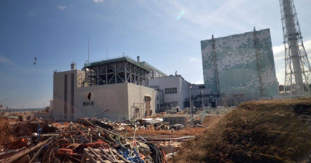 Debris scattered before the sixth reactor building of stricken Tokyo Electric Power Co (TEPCO) Fukushima Dai-ichi nuclear power plant to the journalists at Okuma town in Fukushima prefecture, northern Japan on Feb. 28, 2012.</p>