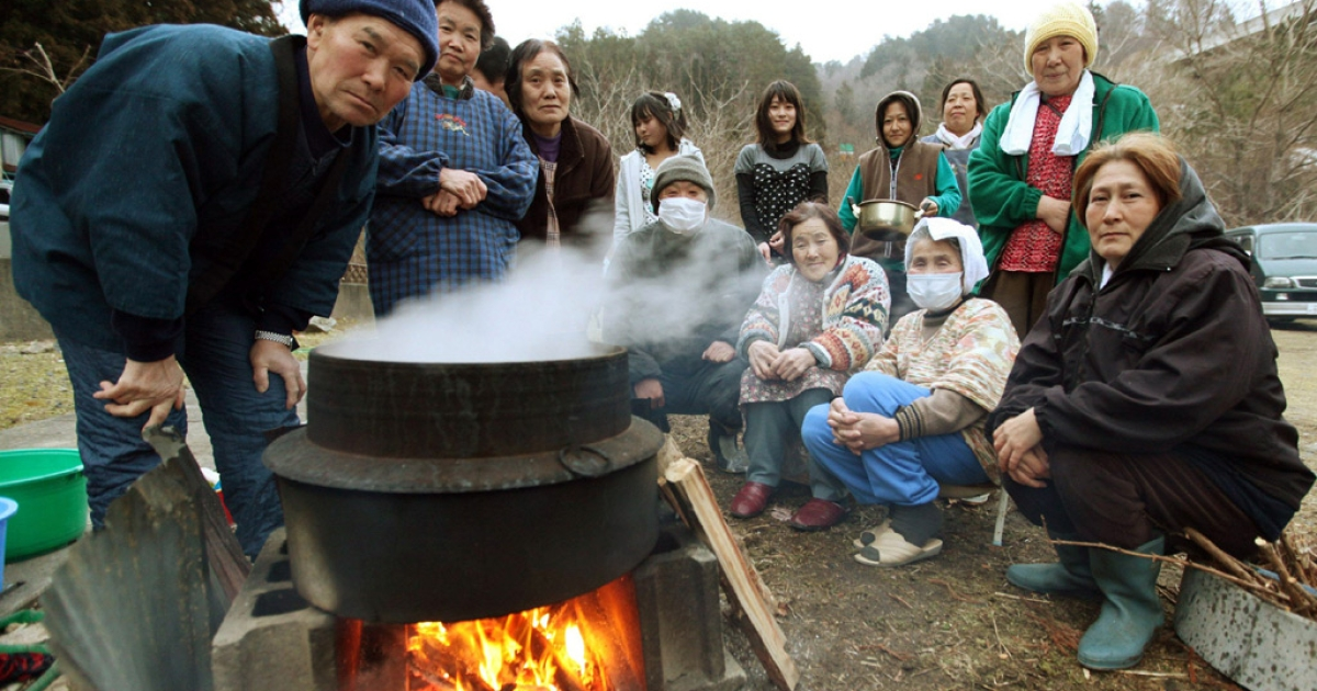 Local residents cook steamed rice at Onagawa town in Miyagi prefecture on March 25, 2011.</p>