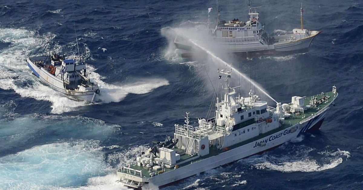 A Japan Coast Guard vessel (lower) sprays water against Taiwanese fishing boats, in the East China Sea near the Senkaku islands, disputed by China, Taiwan and Japan. A return to power by firebrand nationalist Shinzo Abe would boost tensions in East Asia.</p>