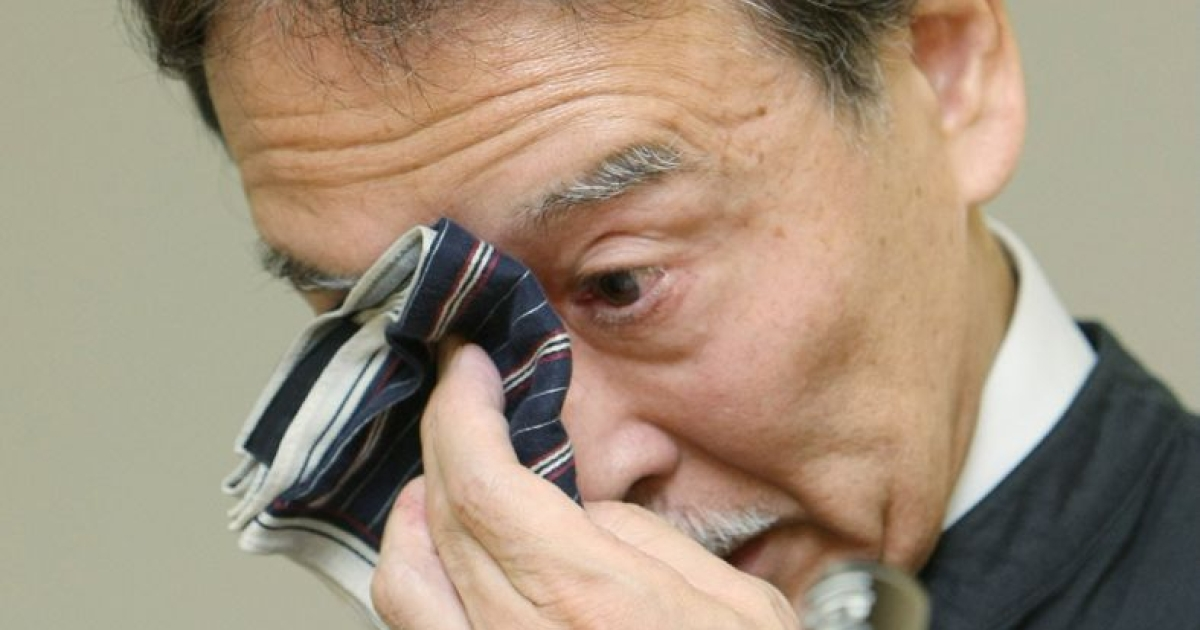 The director of Ueno Zoo, Toshimitsu Doi, cries as he announces the death of the zoo's newborn baby panda, on July 11, 2012.</p>