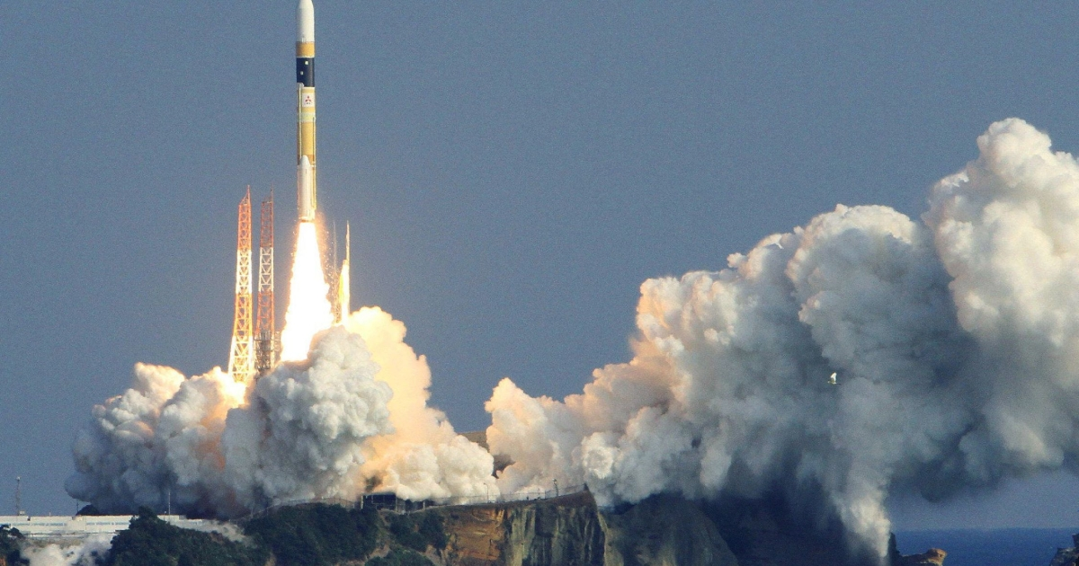 Japan's H-2A rocket lifts off from the launch pad at the Tanegashima space centre in Kagoshima prefecture, on Japan's southern island of Kyushu on December 12, 2011.</p>