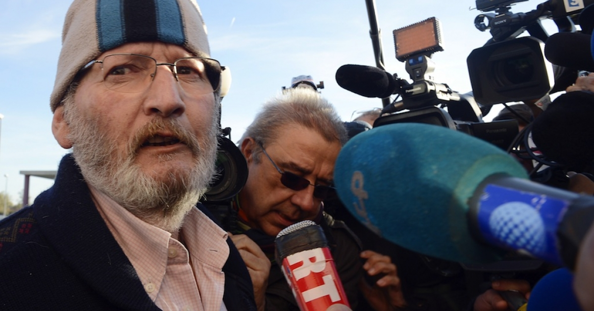 Poly Implant Prothese (PIP) boss Jean-Claude Mas (L) talks to the press as he leaves the jail of Avignon Le Pontet after a French judge ordered his release, on October 29, 2012 in Le Pontet, southern France. Mas, 73, was ordered released but will be 'placed under judicial supervision,' his lawyer Yves Haddad said, adding that he would be freed later today.Between 400,000 and 500,000 women around the world are believed to have received allegedly faulty breast implants made by PIP, the now-defunct company that Mas founded in southern France, as French doctors have registered 20 cases of cancer among women fitted with the implants.</p>